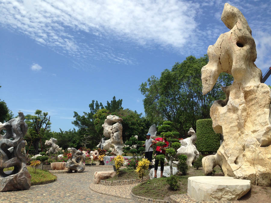 Million Years Stone Parks, taman batu-batuan prasejarah di Pattaya.