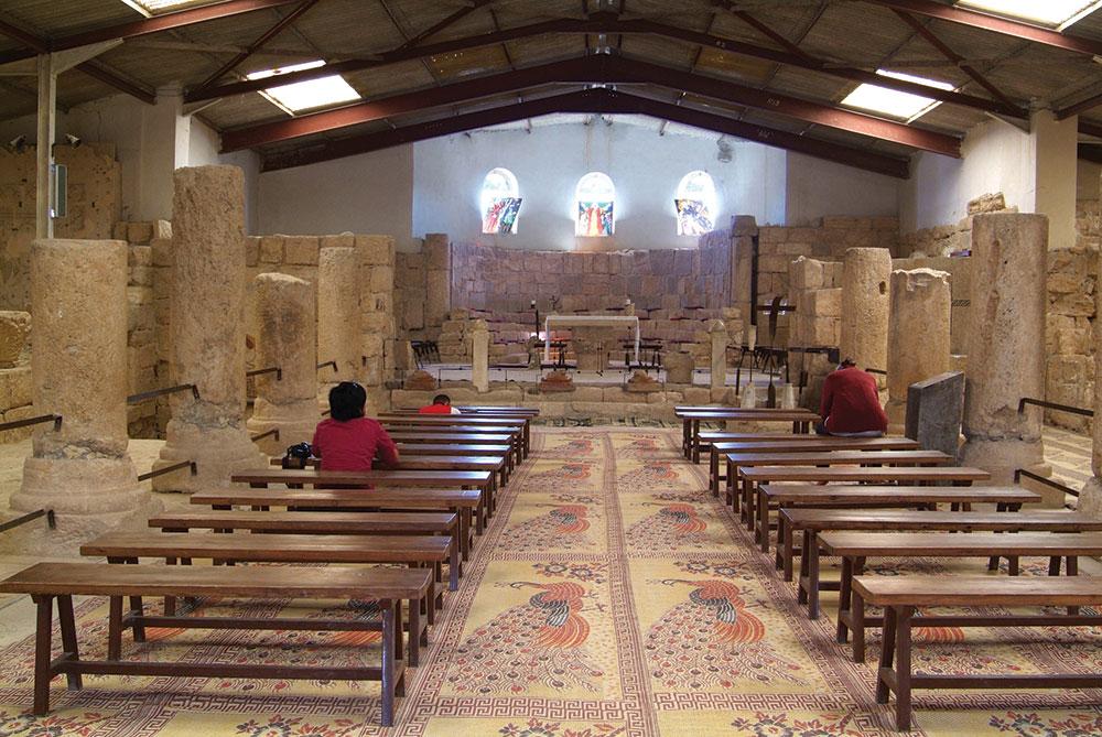 Interior Gereja Mount Nebo yang bersemayam di Madaba.
