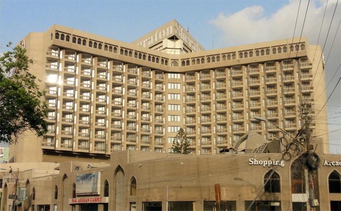 Fasad Sheraton Karachi yang kini diambil alih oleh Movenpick.