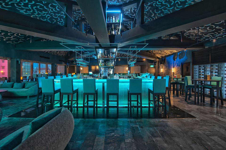 Slate The Bar at Movenpick Saigon, salah satu tempat hangout di hotel tersebut.