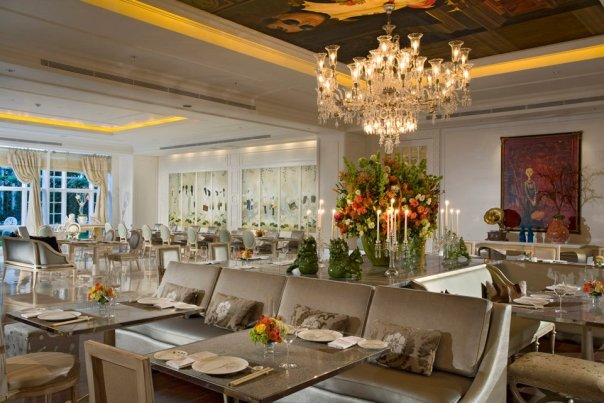 Orient8 menyediakan hidangan Prancis dan Pan-Asian.