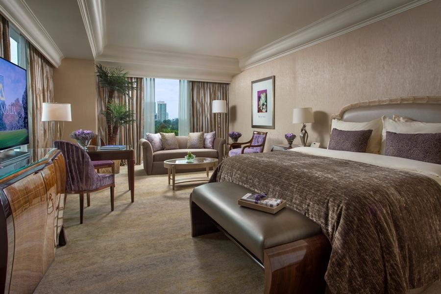 Interior elegan dan mewah di Junior Suites. Matrasnya dilapisi seprai mewah.
