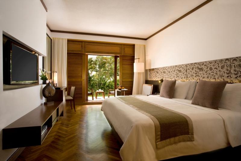 Kamar dilengkapi dengan balkon atau teras privat.
