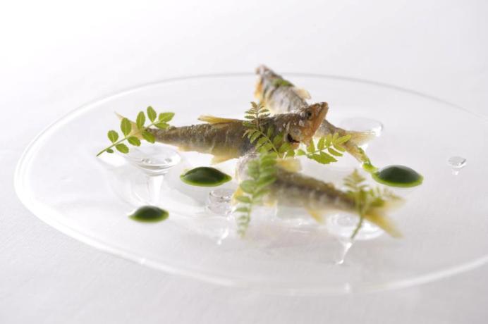 Narisawa menghadirkan hidangan Prancis yang diolah dengan menggunakan bahan-bahan lokal.