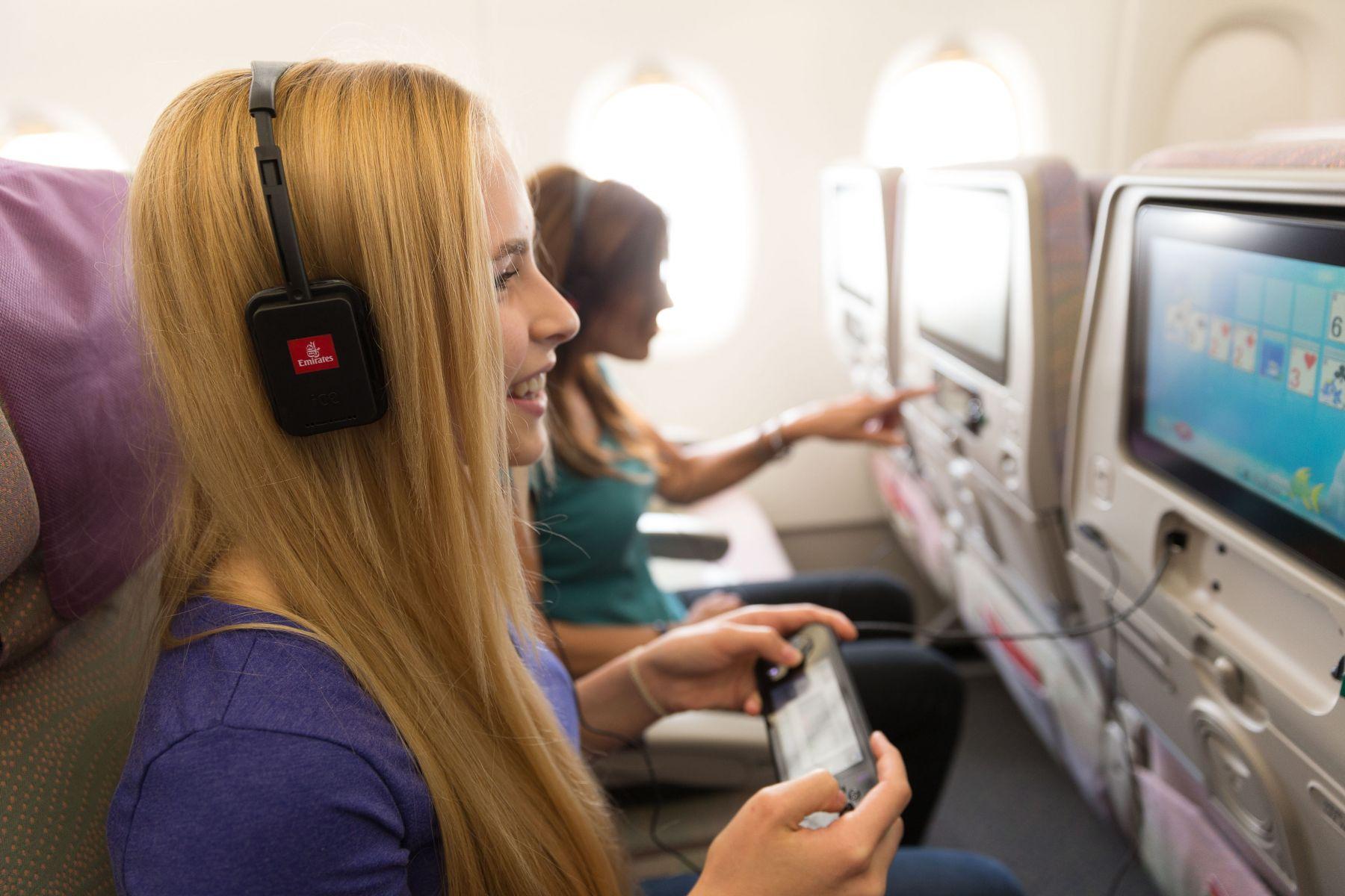 Desain headset baru cukup berbeda guna meningkatkan kualitas.