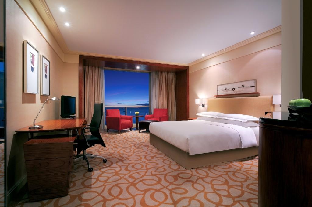 Kamar Bay View yang ditawarkan mulai dari $152++ per malam dengan paket 'Celebration Stay'.