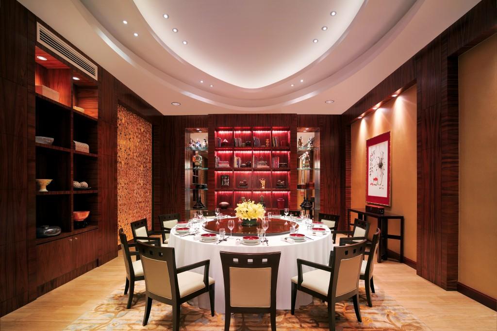 Li Li Library, restoran khusus masakan Cina. Tamu yang mengambil paket 'Celebration Stay' berhak mendapat diskon spesial di gerai F&B.