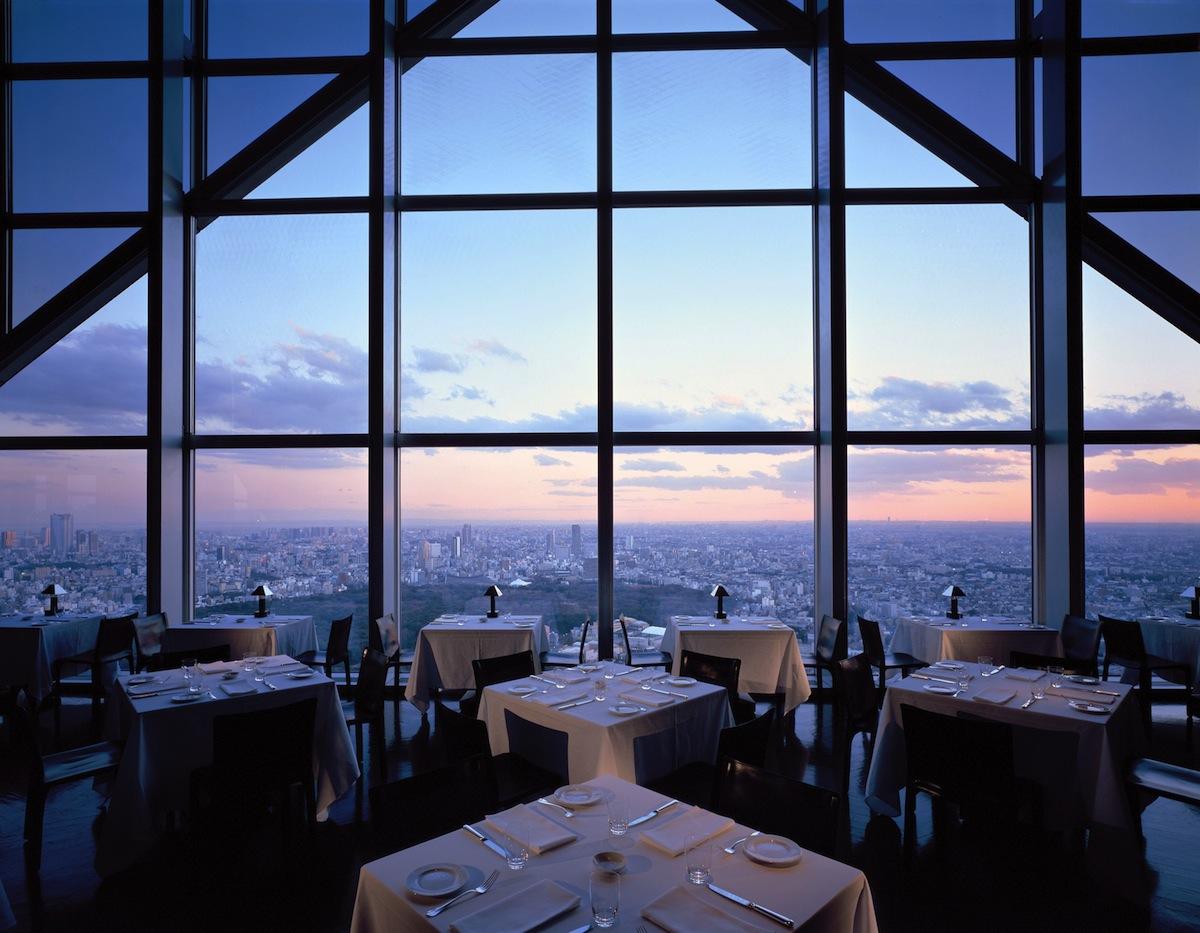 Pemandangan dari New York Grill and Bar.