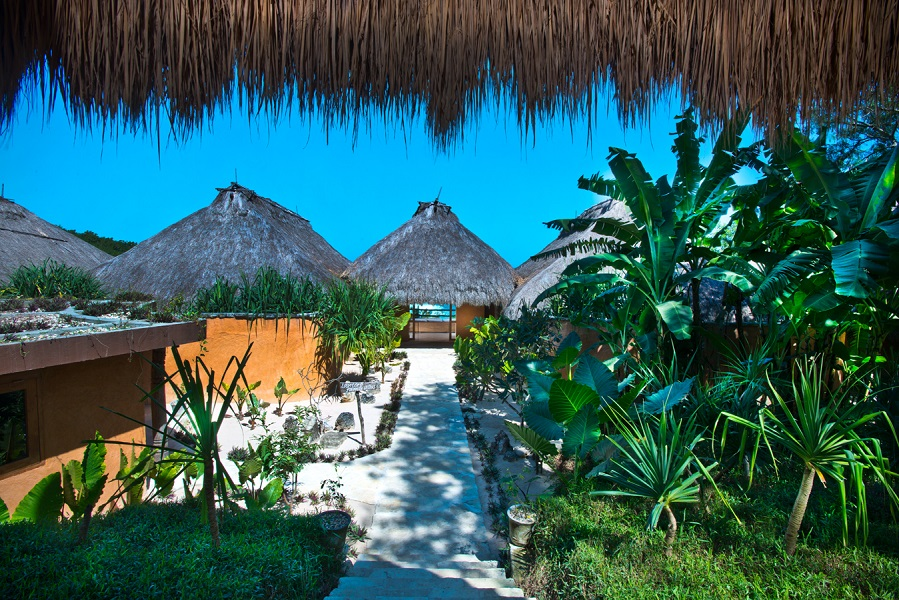 Vila-vila di Nihiwatu Resort yang desainnya terinspirasi rumah adat Sumba.