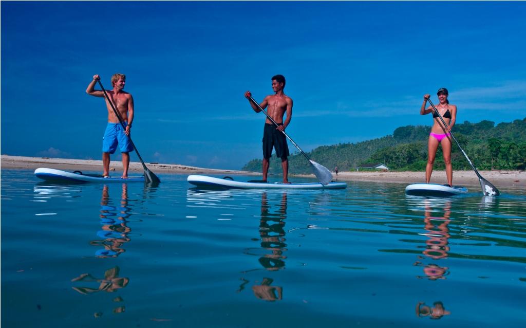 Aktivitas seperti paddle surf bisa dinikmati secara sonder bayar.