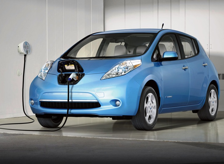 Mandarin Oriental Kuala Lumpur menggunakan mobil Nissan Leaf yang 100 persen digerakkan oleh listrik.