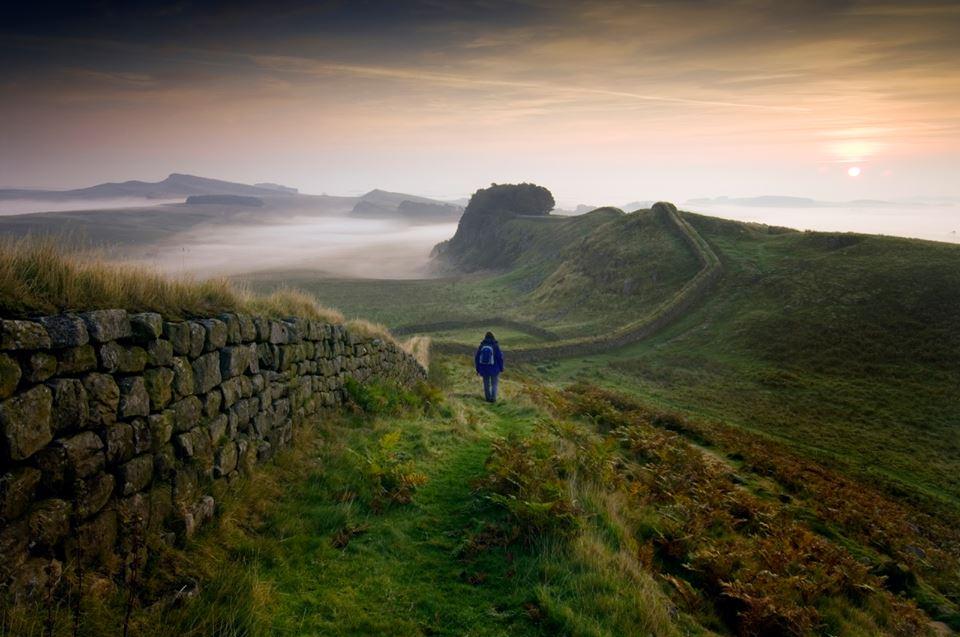 Tanah lapang hijau di Taman Nasional Northumberland di bagian timut laut Inggris.