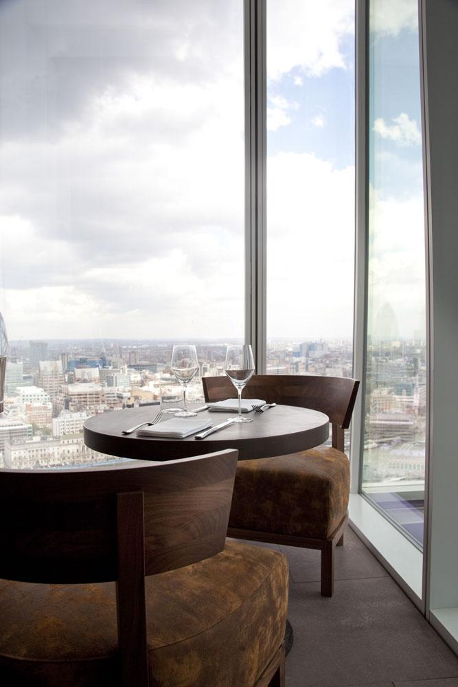 Bersantap dengan suguhan panorama kota London.