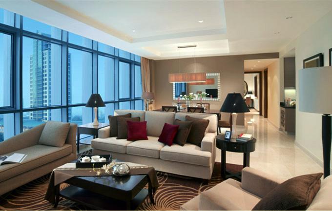 Ruang tamu di salah satu unit apartemen Oakwood Premier Cozmo Jakarta.