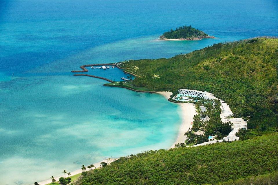 One&Only Hayman Island dianugerahi pantai sublim dan hutan hijau.