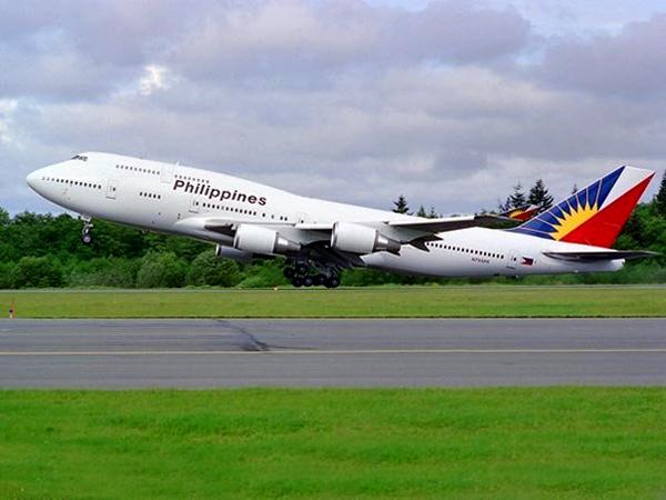 PAL Boeing 747-400.