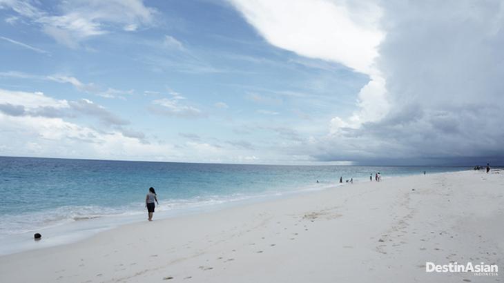Pantai Kita di utara Sumba sangat populer di kalangan warga lokal.