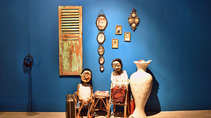 Papermoon, grup seni boneka kertas yang tengah naik daun popularitasnya.