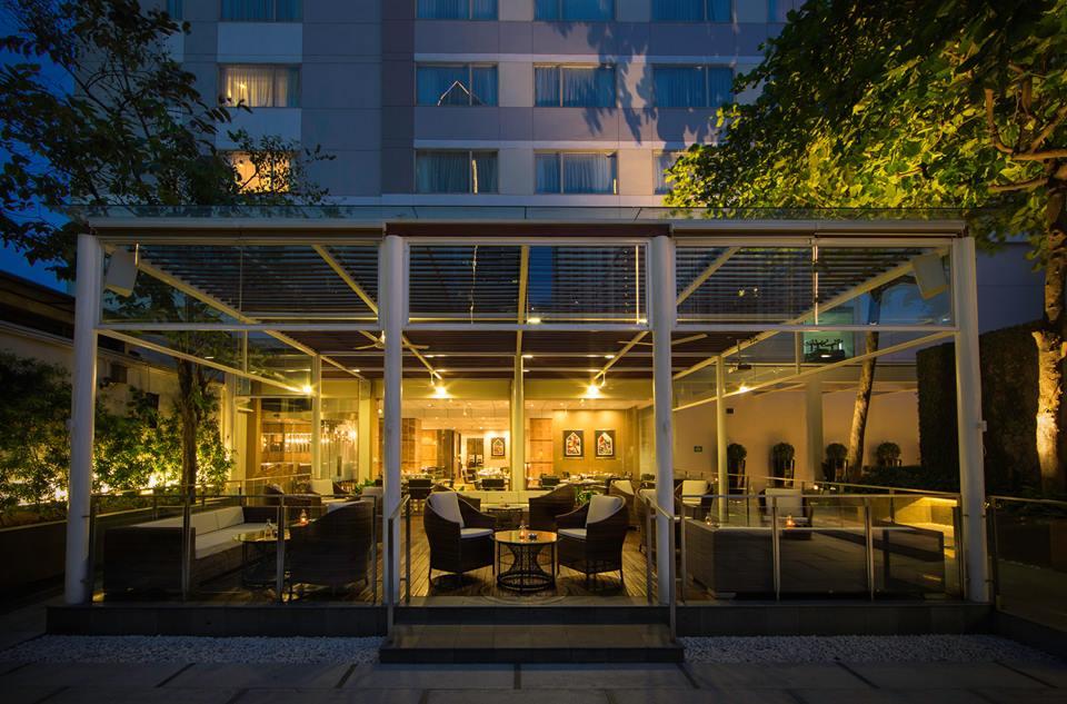 RIVA Grill Bar & Terrace di The Park Lane Jakarta yang baru saja direnovasi.