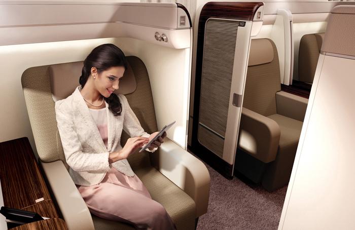 Tersedia kabin First Class, kelas bisnis, dan ekonomi di penerbangan Jakarta-London via Amsterdam.