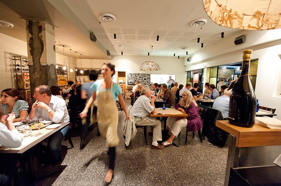 Restoran Italia Bicicletta yang cukup digandrungi di Canberra.