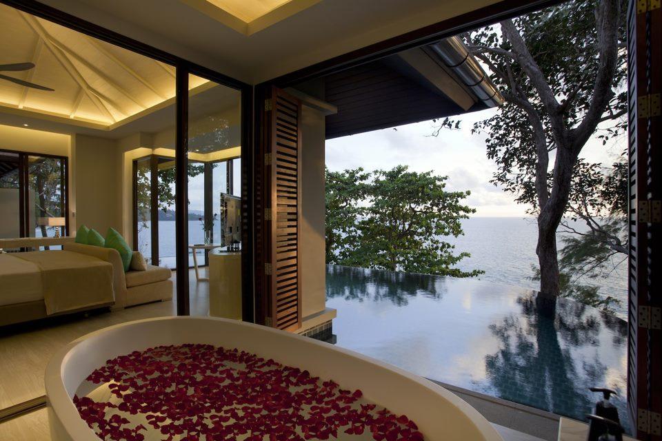 Akomodasi One Bedroom Pool Villa lengkap dengan kolam renang privat.