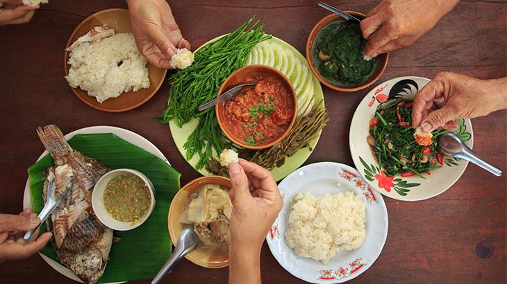 PlateCulture memungkinkan Anda untuk makan di rumah warga lokal.