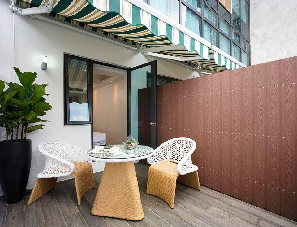 Balkon privat di kamar tipe Balcony Deluxe.