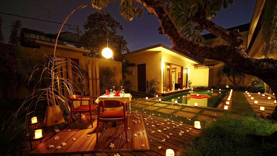 Akomodasi vila dengan kolam renang privat di Amadea Resort & Villas.