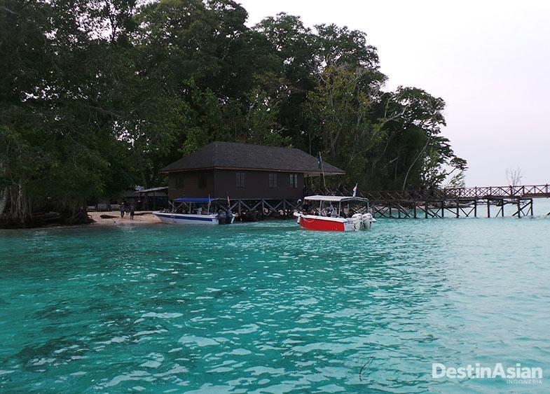 Pulau Sipadan dengan lautnya yang mengundang.