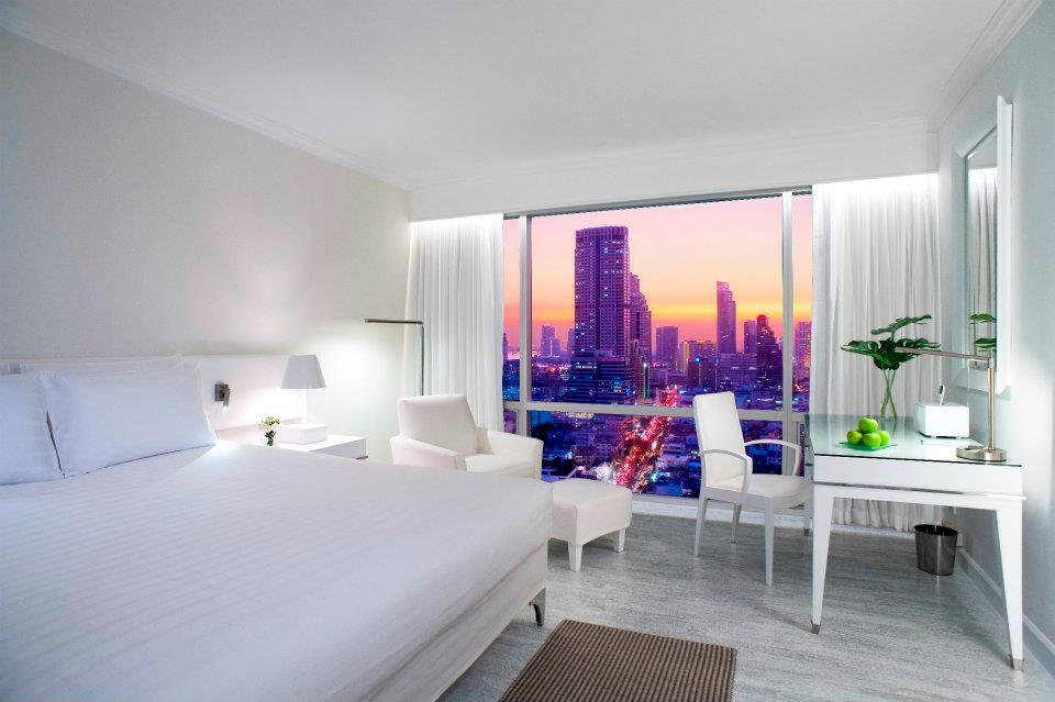 Tiap kamarnya menawarkan pemandangan kota yang menawan.