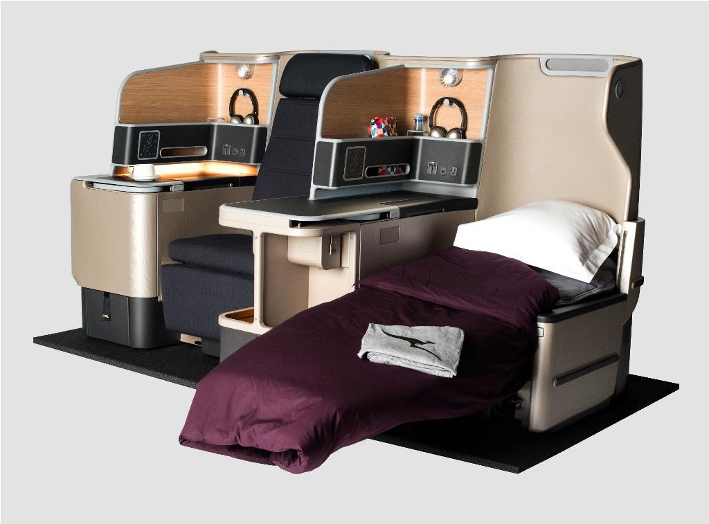 Kursi bisa disulap menjadi tempat tidur lapang.