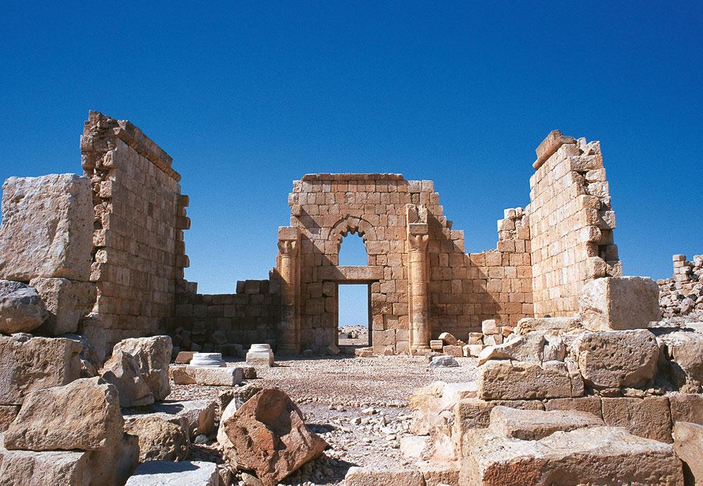 Qasr Al Hallabat, salah satu kastel di Dessert Castles yang kini sudah menjadi reruntuhan.