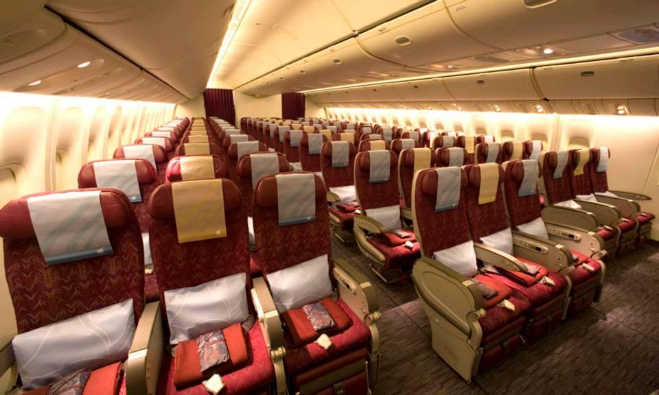 Kabin kelas ekonomi Boeing 777.