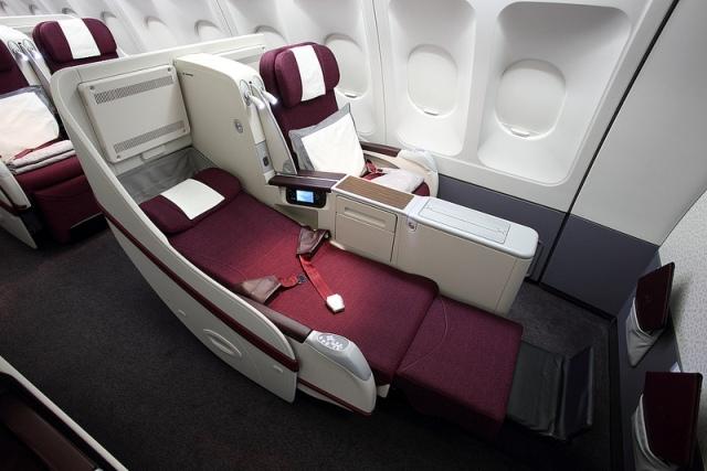 Kursi kelas bisnis baru armada A330. Kini dilengkapi dengan colokan USB dan listrik serta sistem hiburan terkini.