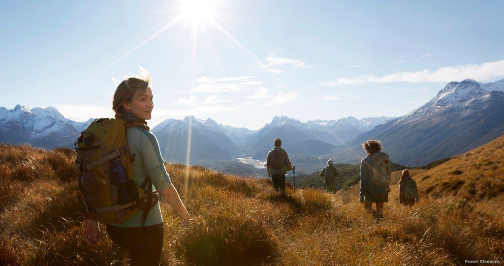 Hiking; salah satu aktivitas outdoor terpopuler di Queenstown, Selandia Baru. Foto: Fraser Clements--Tourism New Zealand.
