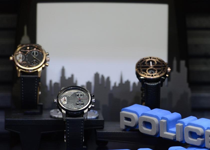 Jam tangan tipe Diamondback dan Colossus yang masuk dalam koleksi Police 2015.