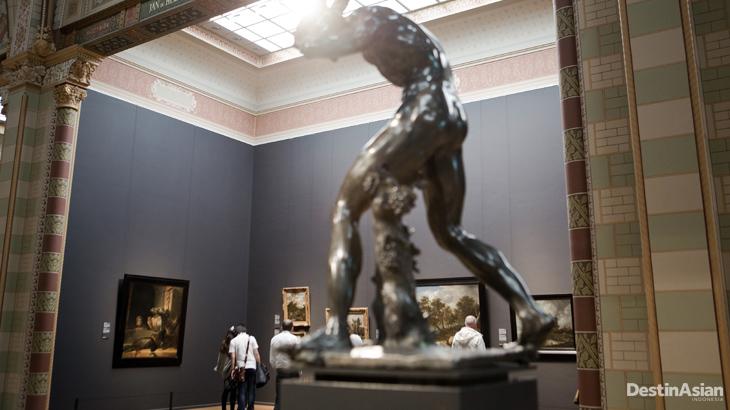 Koleksi Rijkmuseum sangat beragam mulai dari lukisan hingga patung.