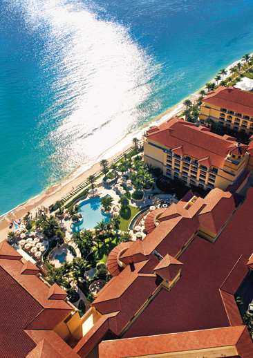 The Ritz-Carlton Hotel, Palm Beach nampak dari udara.