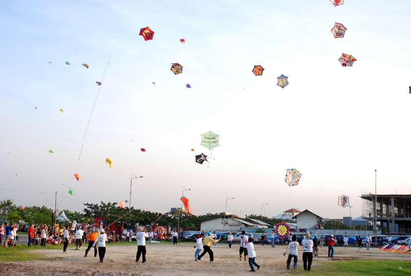 Ajang kumpul-kumpul anual Jakarta International Kite Festival.