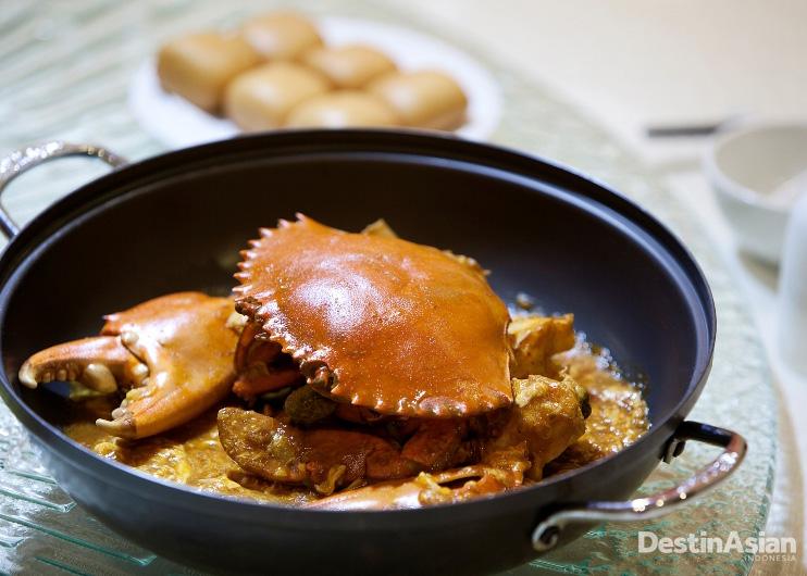 Chili crab, salah satu hidangan terlaris di Roland Restaurant.