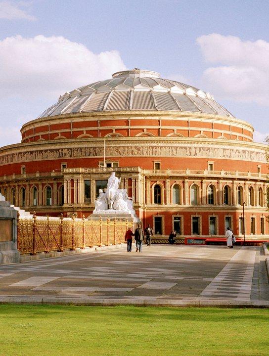 Royal Albert Hall, salah satu gedung pertunjukan di Ibu Kota Inggris.