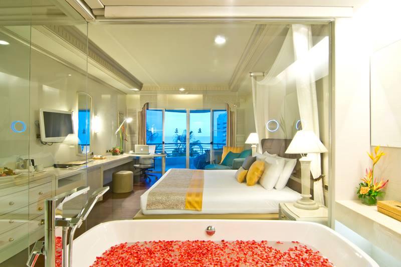 Kamar Club Sea-View di Royal Cliff Grand Hotel.