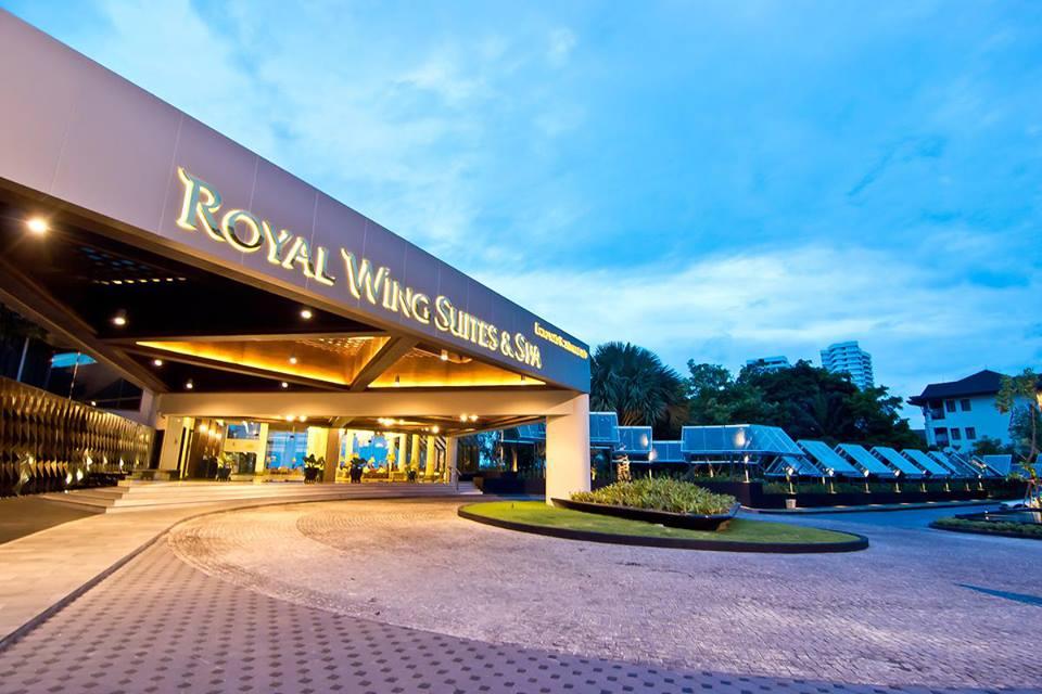 Pintu masuk di Royal Wing Suites & Spa.