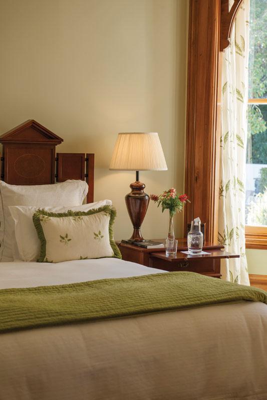 Satu dari tujuh suite di Otahuna Lodge, Tai Tapu, sisi luar Christchurch.