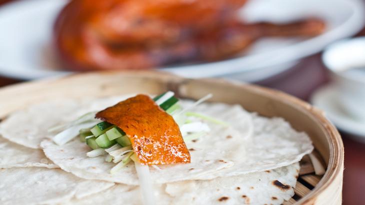 Bebek Peking, salah satu hidangan utama di menu khas Tiongkok.