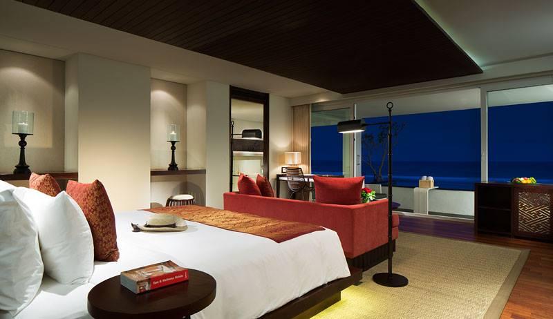 Kamar tipe Ocean Front Honeymoon Suite yang cocok untuk pasangan.