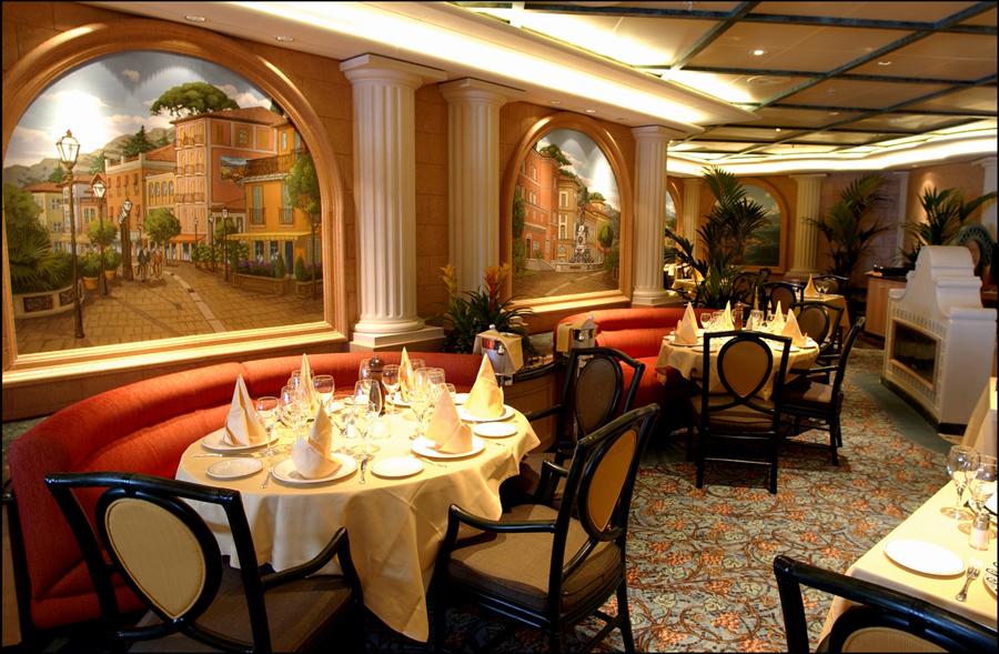 Restoran Italia Sabatini's Trattoria; salah satu dari sekian banyak restoran di Sapphire Princess.