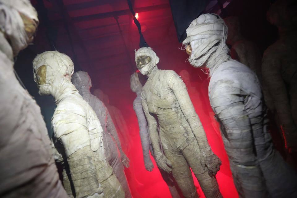 Salah satu jenis hantu yang siap menakuti pengunjung di Sentosa Spooktacular 2013.