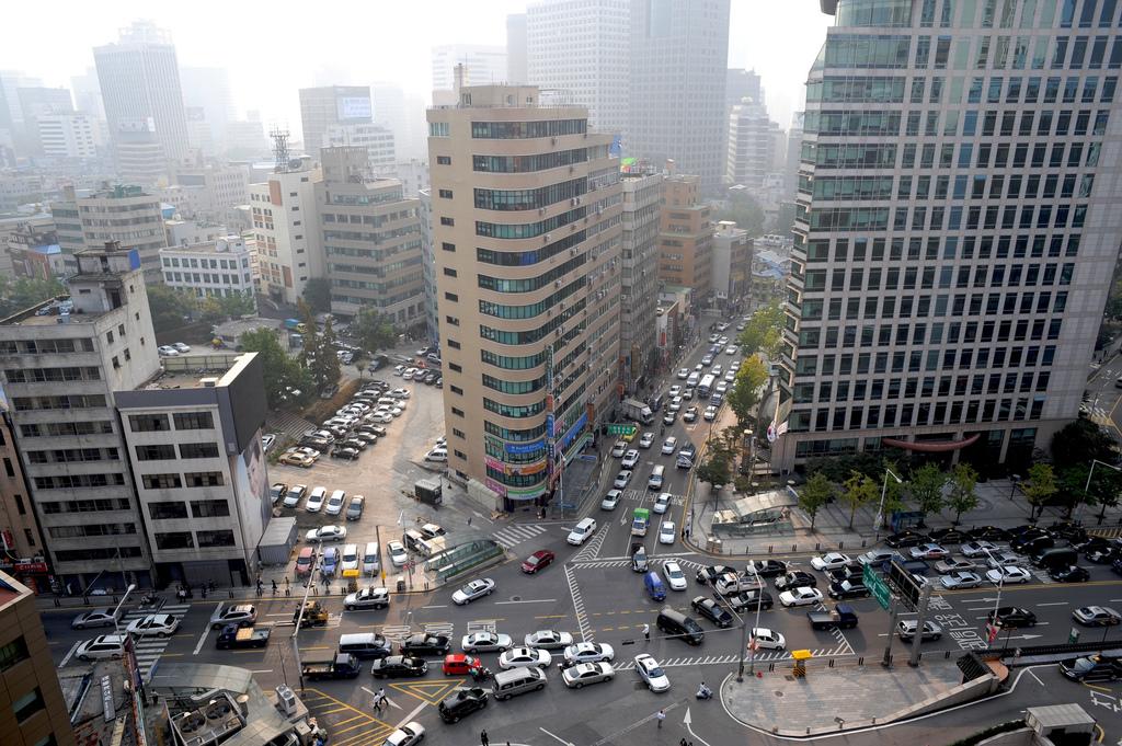 Lalu lintas di Seoul yang padat. (Foto: Michael Zappa/Flickr)